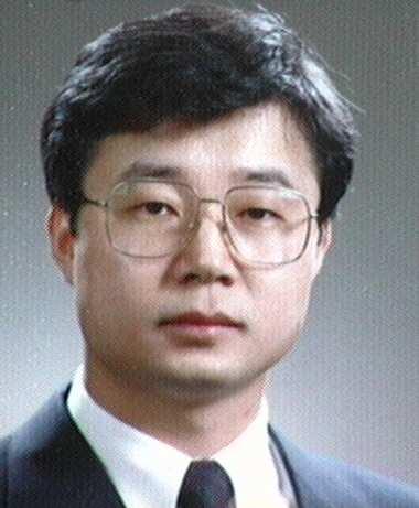 강원(姜園) 교수님 사진