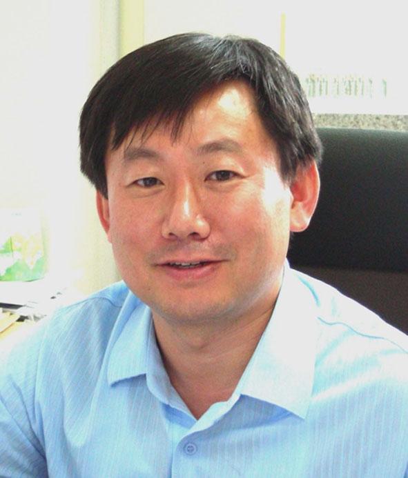 강동민(姜東旻) 교수님 사진