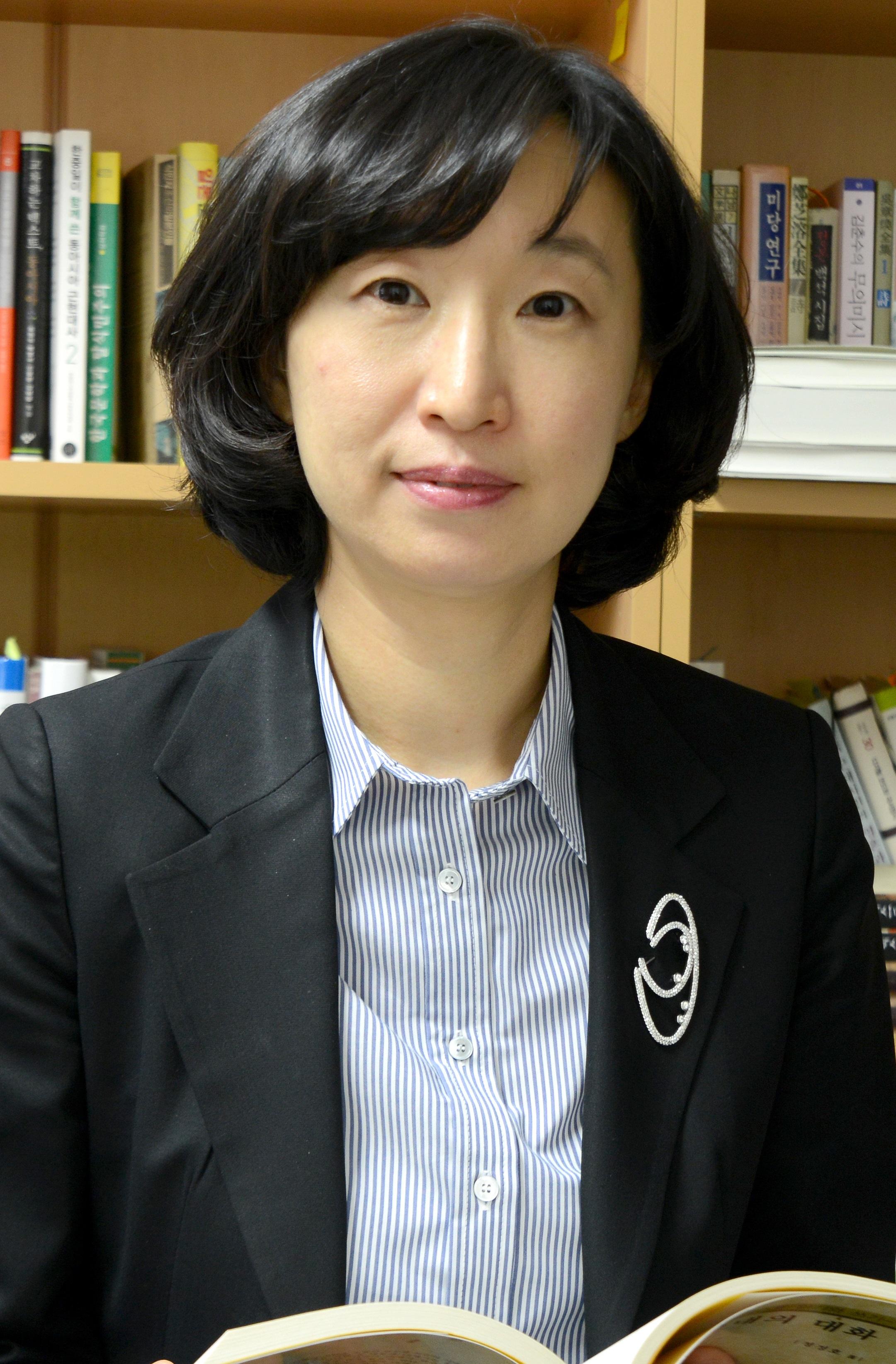 김진희(金眞憘) 교수님 사진