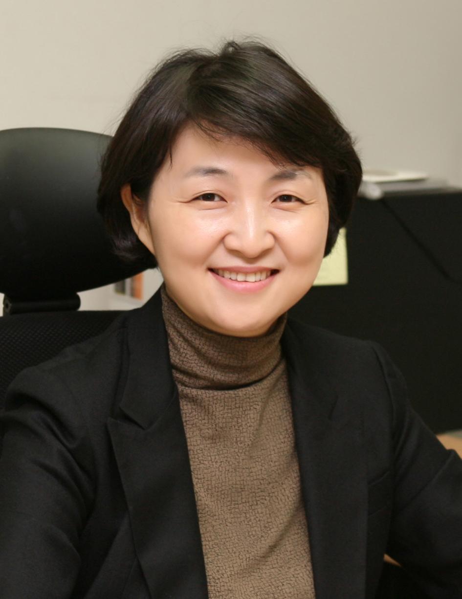 신하윤(申夏閏) 교수님 사진