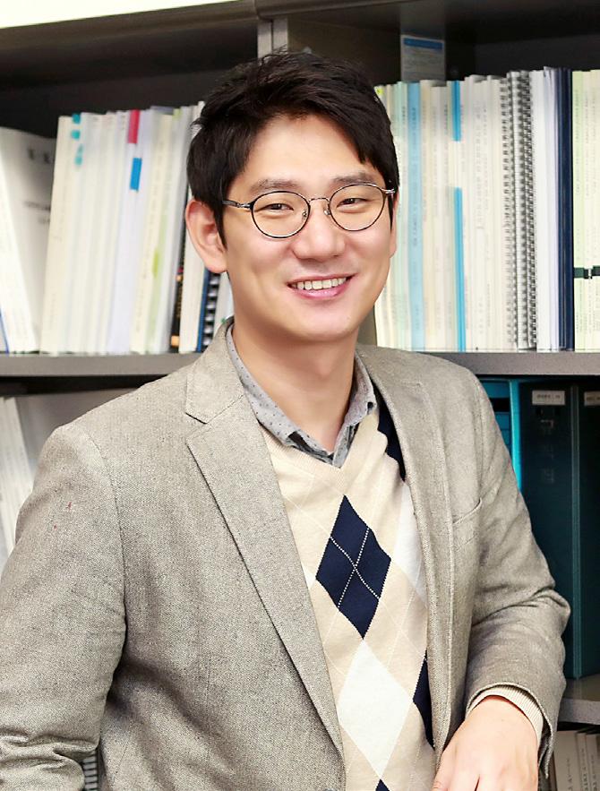 최형석(崔亨碩) 부교수님 사진
