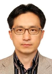 김동욱(金東煜) 교수님 사진