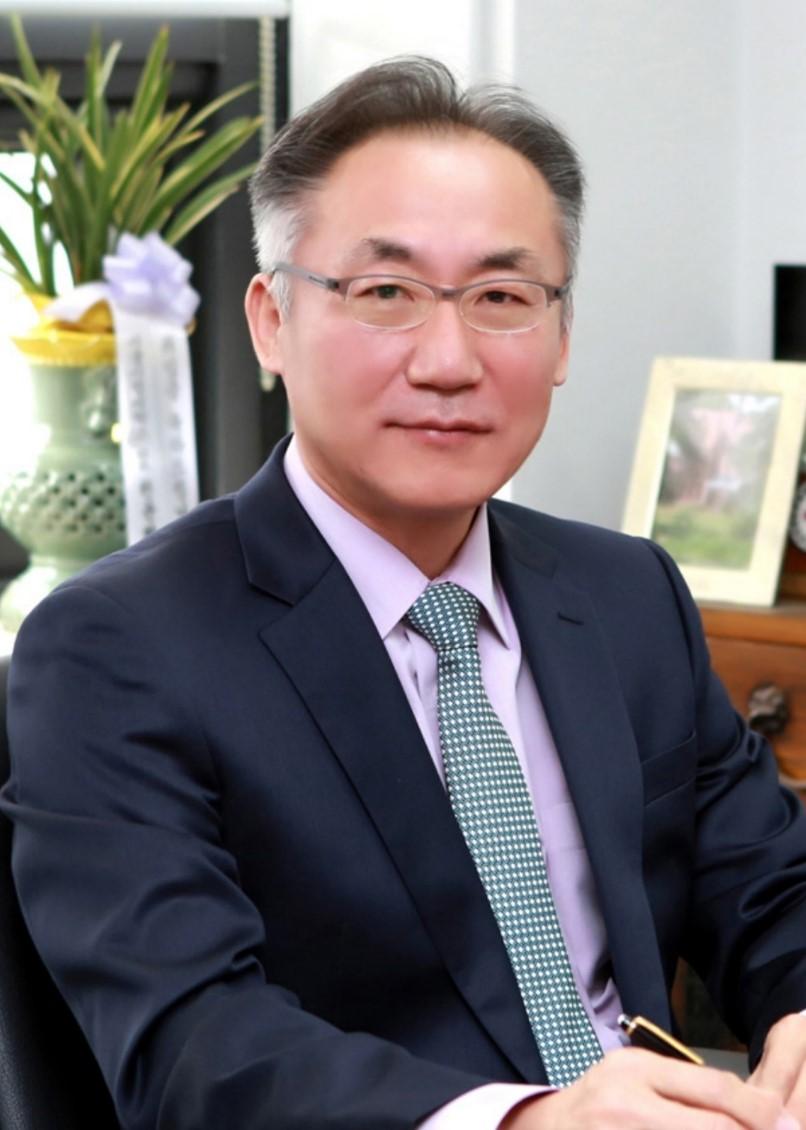 강동범(姜東氾) 교수님 사진