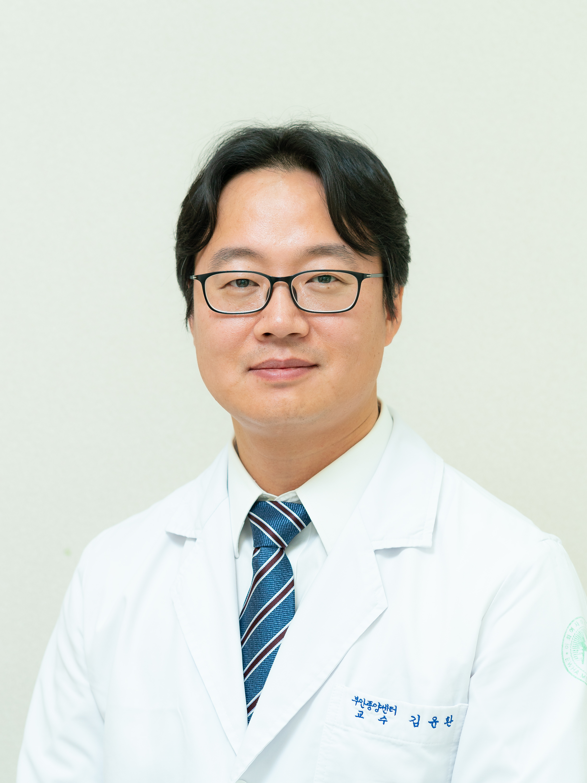 김윤환(金允煥) 교수님 사진