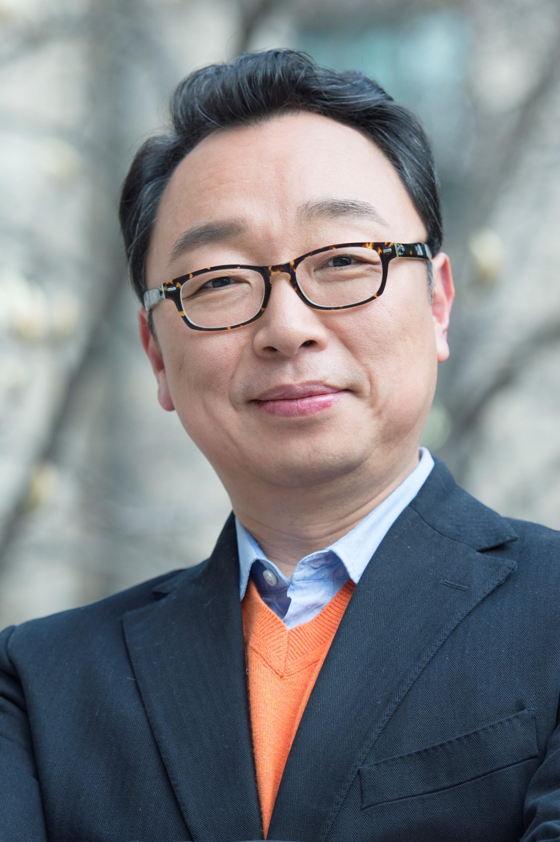 이태용(李泰龍) 부교수님 사진